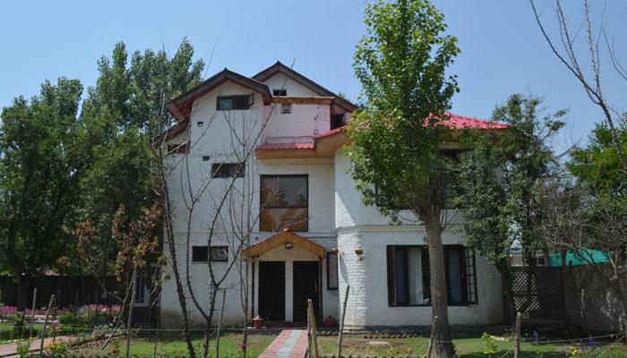 Where To Stay In Srinagar?