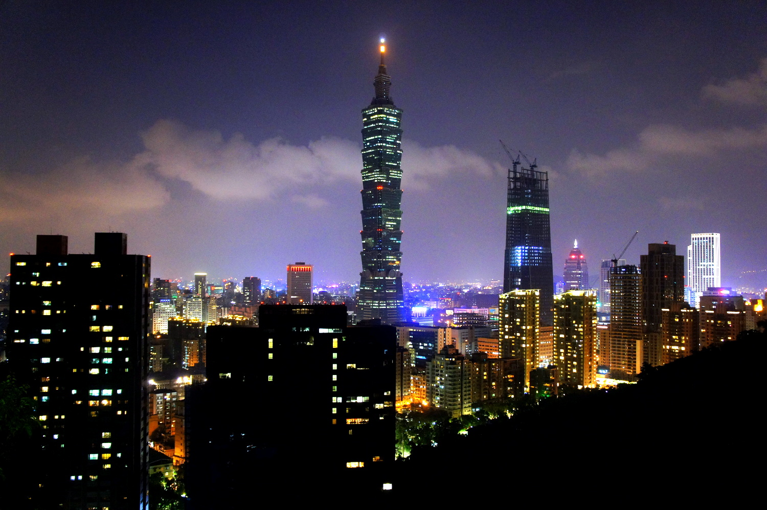 IMG-Taiwan at night